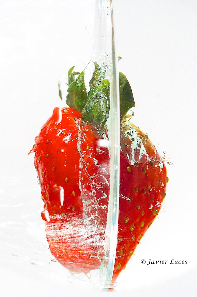 Photograph Strawberry Splash by Javier Luces on 500px