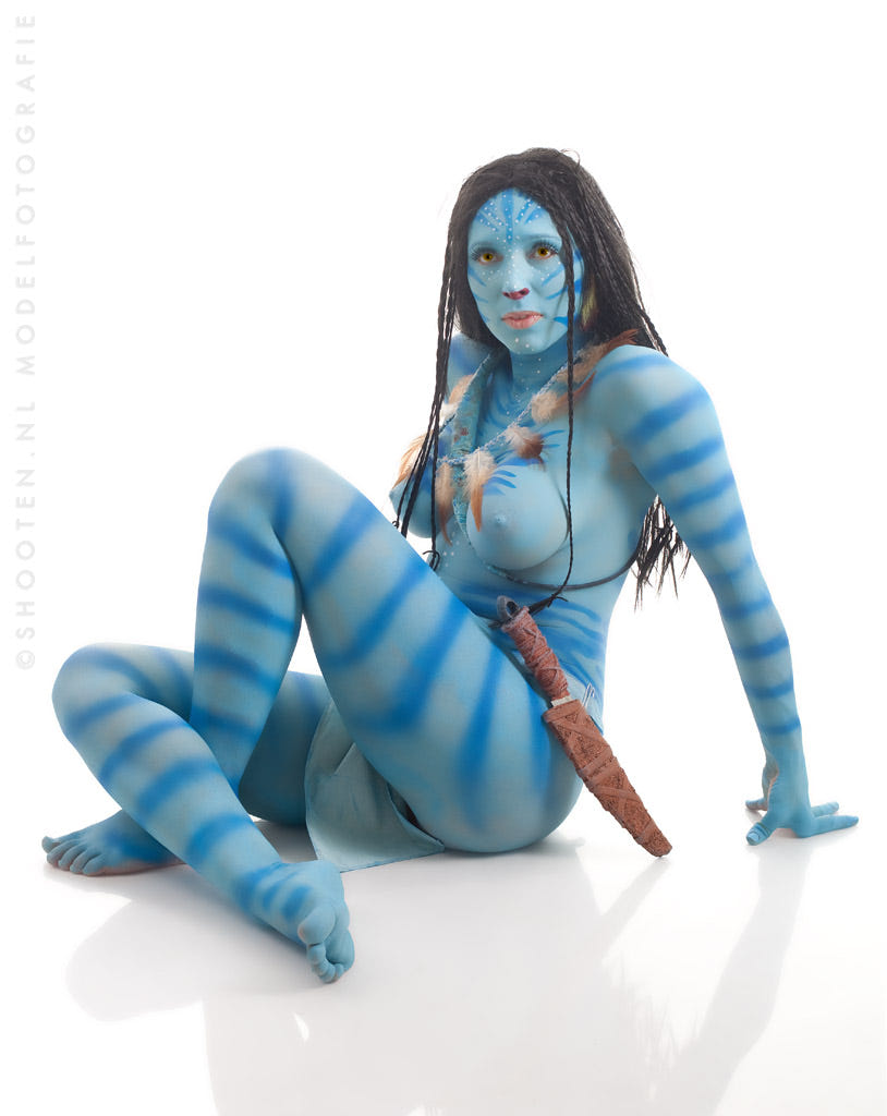 Women in avatar bodies naked
