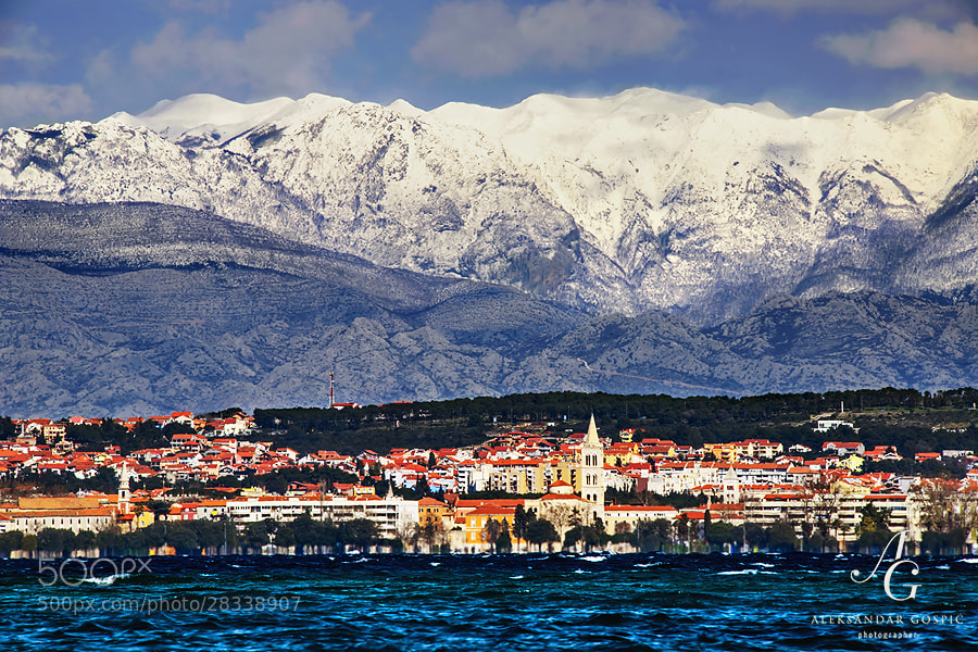 Zadar rises from the wavy Zadar channel with 'Himal' Velebit at the back, after the cyclone Nada dumped fresh 70cm of snow yesterday, and the snow depth on Zavižan meteo station has reached 300cm (close to 10ft) for the second time this winter