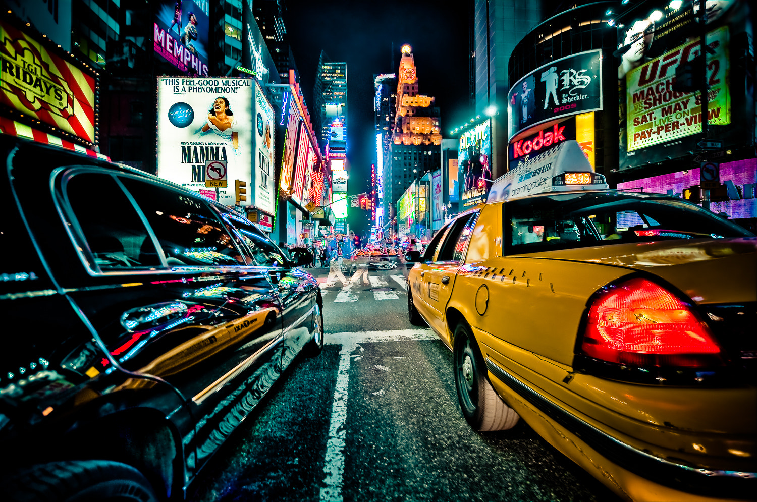 Photograph In the middle of traffic, Times Square by Guillaume Gaudet on 500px
