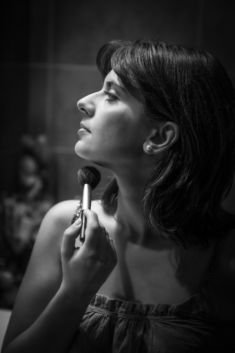 Photograph Applying make-up by Olga Giannopoulou on 500px