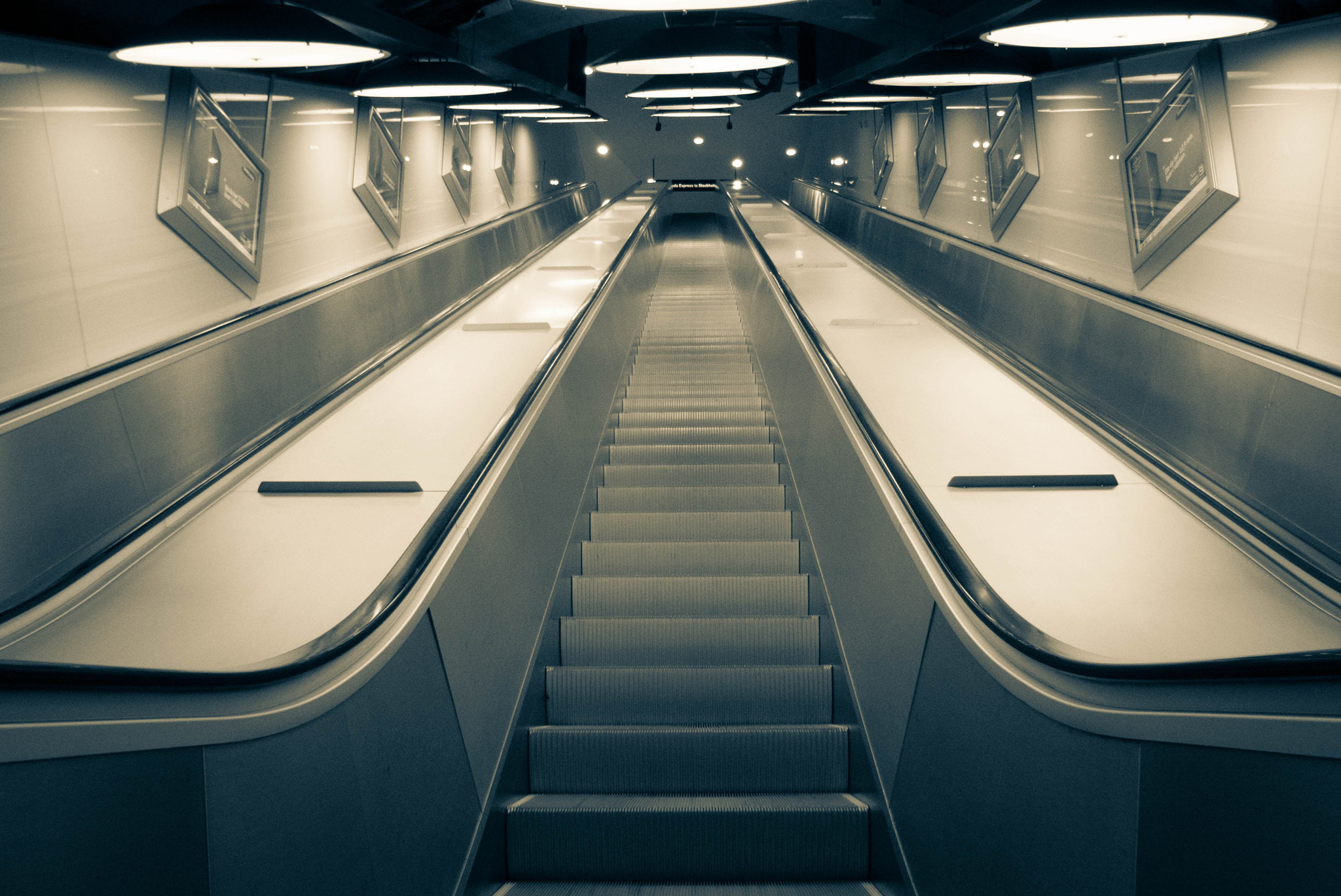 Photograph Upwards or downwards by Hector Yep Lona on 500px