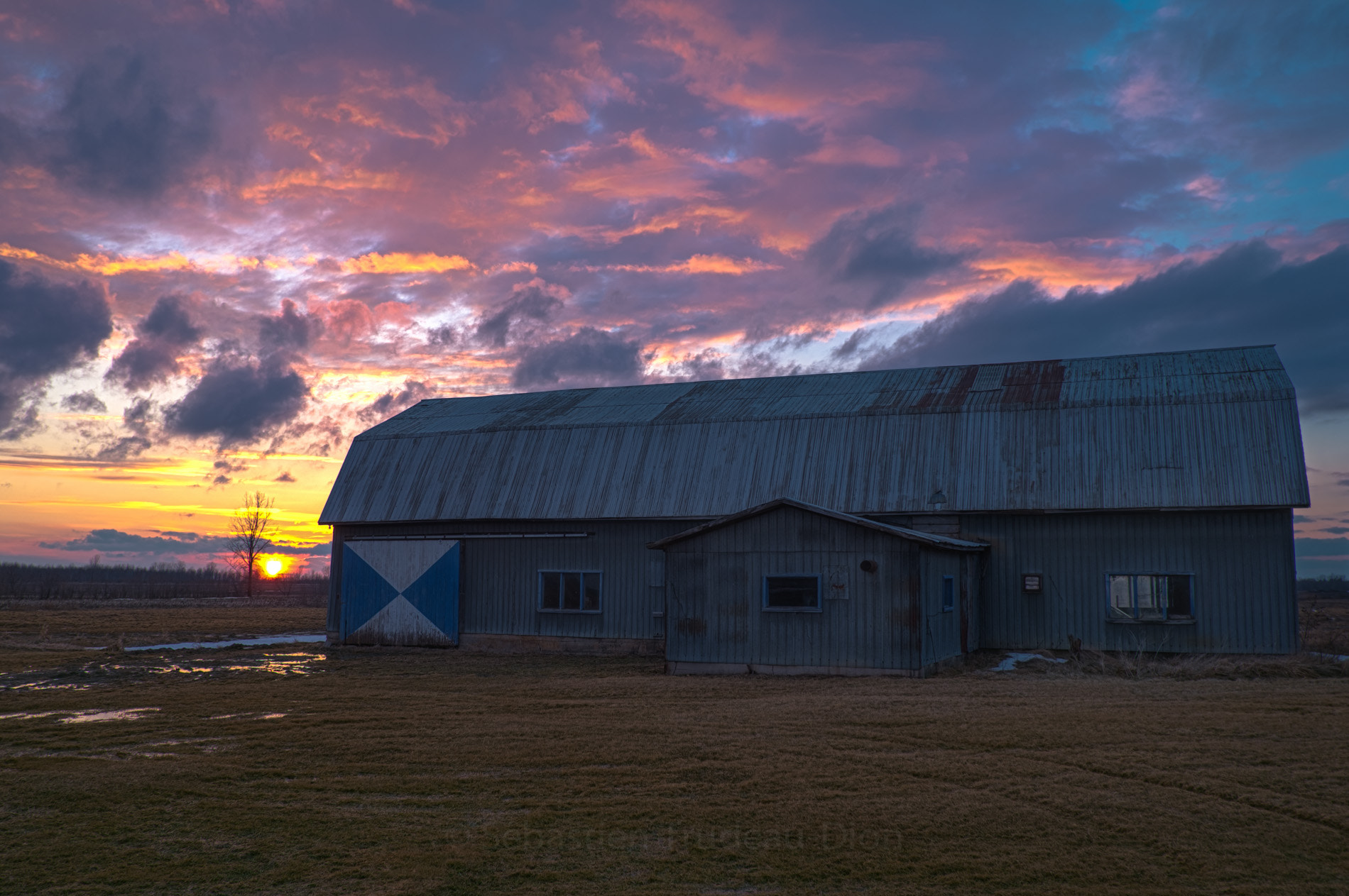 Photograph A barn in the sunset by Sébastien Trudeau-Dion on 500px