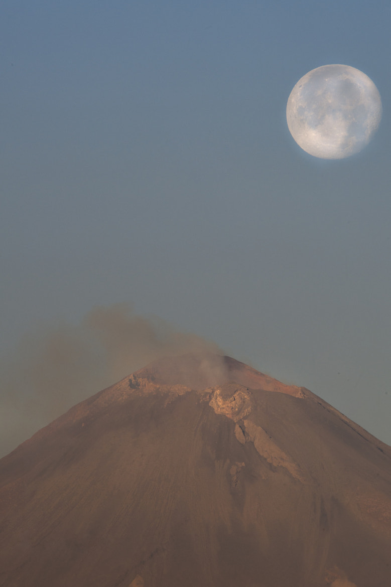 Photograph Full moon and volcano by Cristobal Garciaferro Rubio on 500px