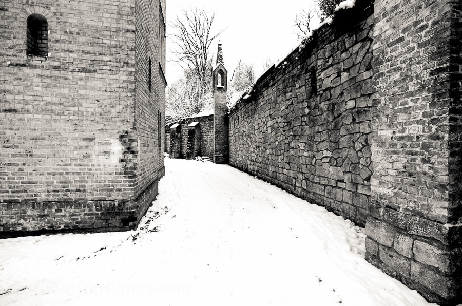 Photograph The way along the wall by Heiko Mueller on 500px