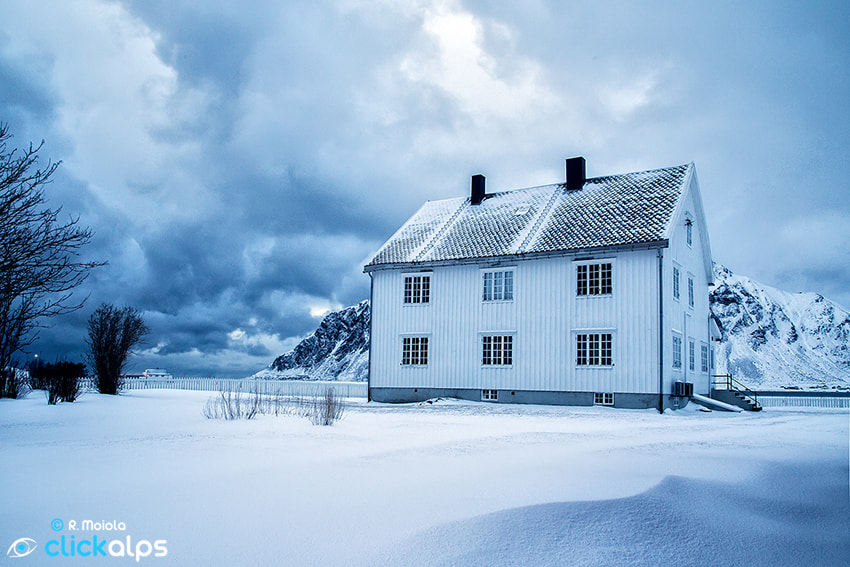 Photograph White on White by Roberto Sysa Moiola on 500px