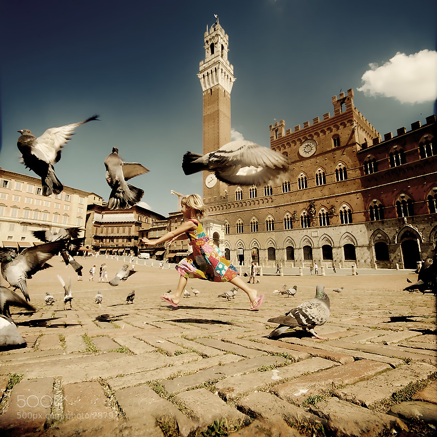 Photograph Bambina in Siena by Edgar Barany on 500px