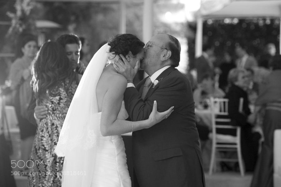 Photograph Father kissing the bride by Manuel Valderrama on 500px