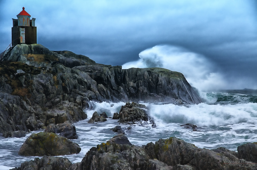 Photograph Breaking waves by Vegard Hamar on 500px