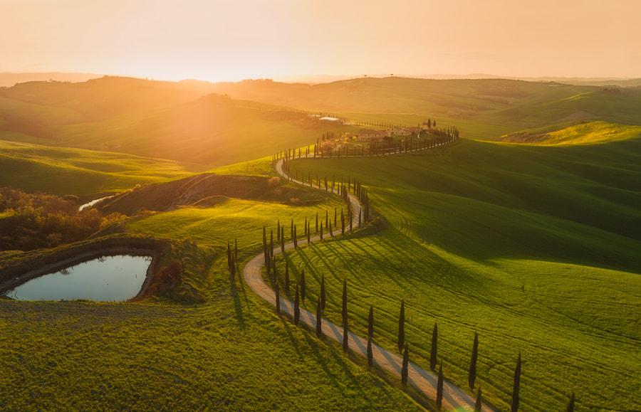 The Rolling Hills of Tuscany oleh Iurie Belegurschi di 500px.com