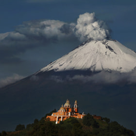 Popocatepetl snowy and smoking