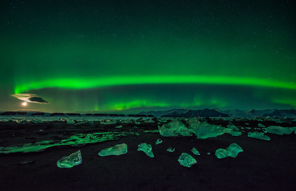 Photograph Aurora on the rocks by Carlos Solinis Camalich on 500px