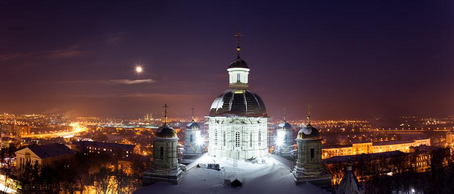 Ночная панорама Пензы в полнолуние с колокольни Спасского кафедрального собора