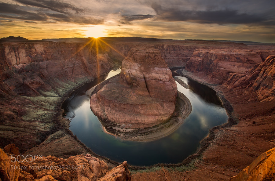 Photograph On the Cliff's Edge, Horseshoe Bend, Page, Arizona by Lisa Bettany on 500px