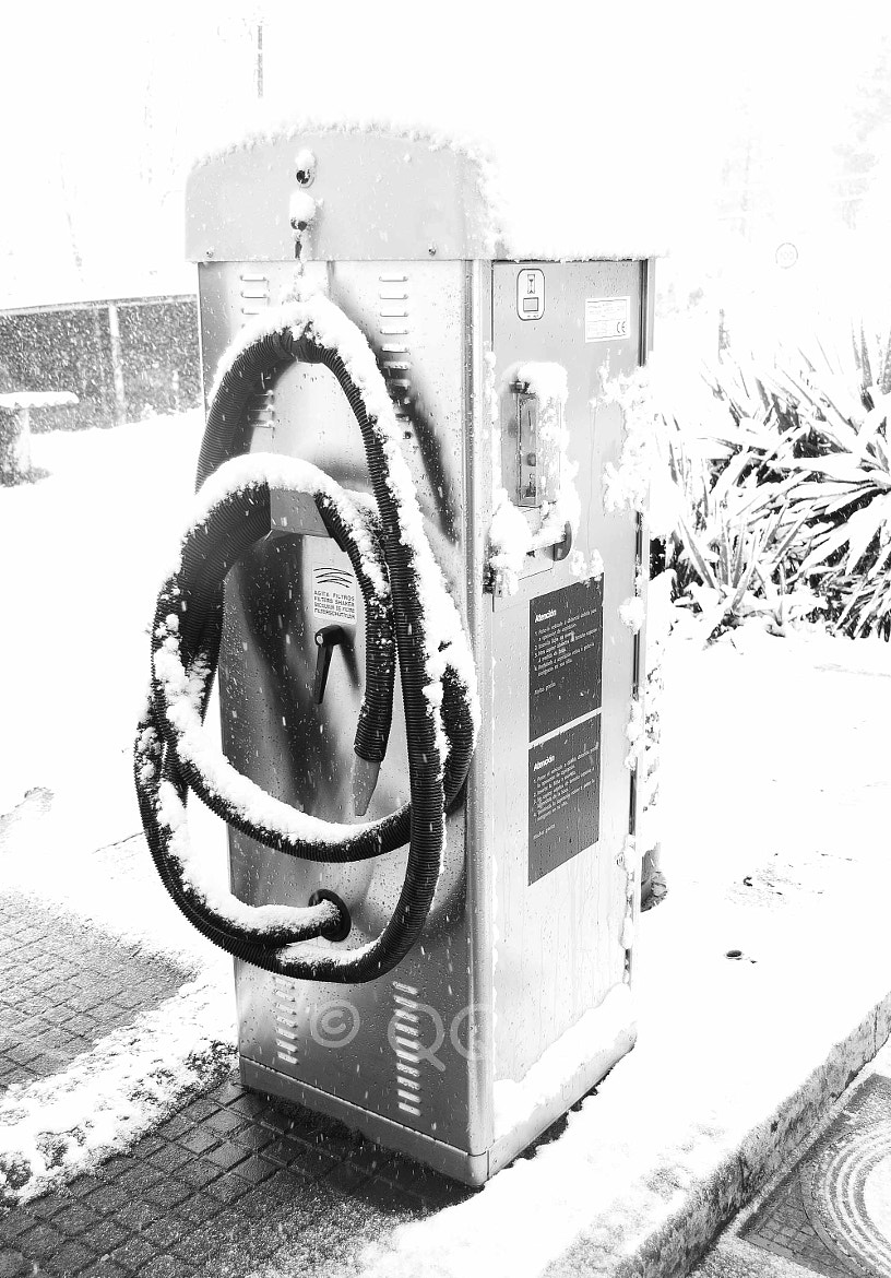 Photograph SNOW PETROL PUMP by Kike Martínez on 500px