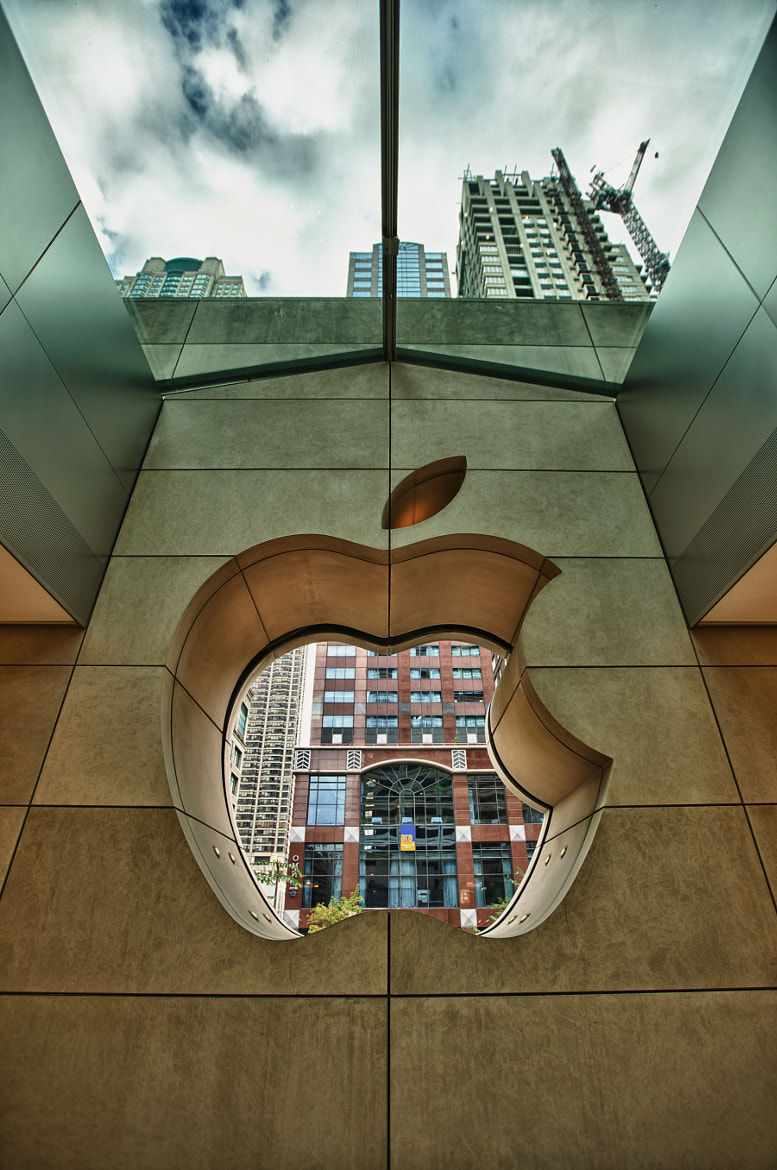 Photograph Apple Store, Michigan Avenue, Chicago by Thomas Tomchak on 500px