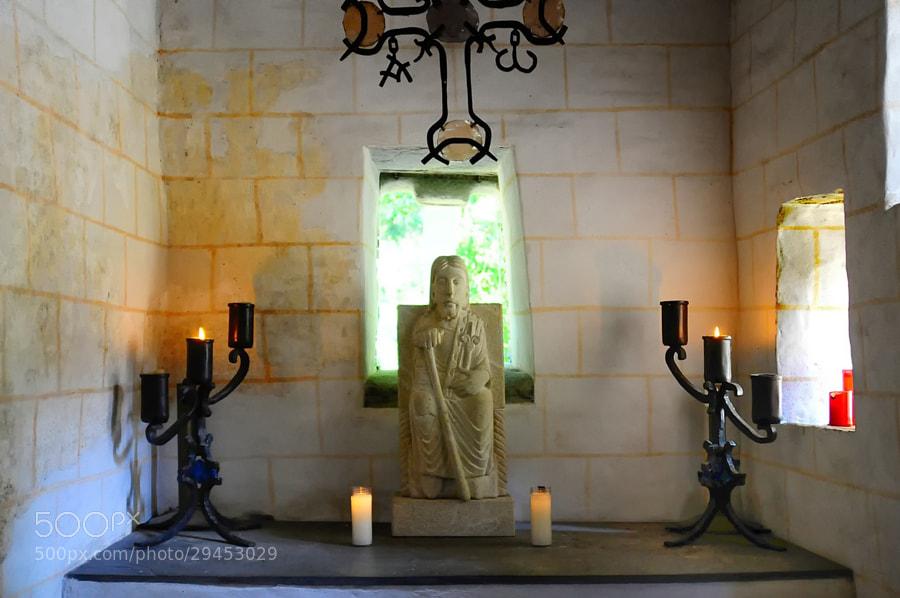 Camino de Santiago 2012  Samos y su entorno VI  _______________________________________  La Maravillosa Capilla del Ciprés  Fines del siglo IX, principios del X.  Interior de La Capilla.  En la Capilla no se celebra culto religioso, tan solo se abre para hacer visitas guiadas.  Foto sin flax, esta prohibido en el interior  _______________________________________  The marvelous Chapel of Cypress  IX – X Century ( Samos )  _______________________________  Inside the chapel.  In the Chapel worship is not celebrated, only open for tours.  Photo without flax, is prohibited inside