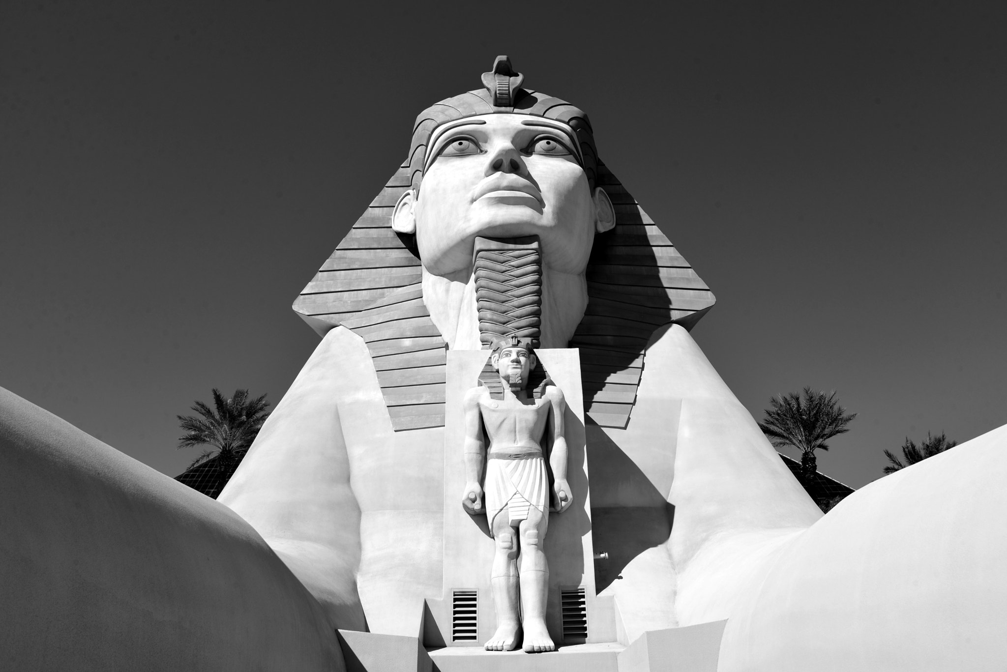 Sphinx and monument