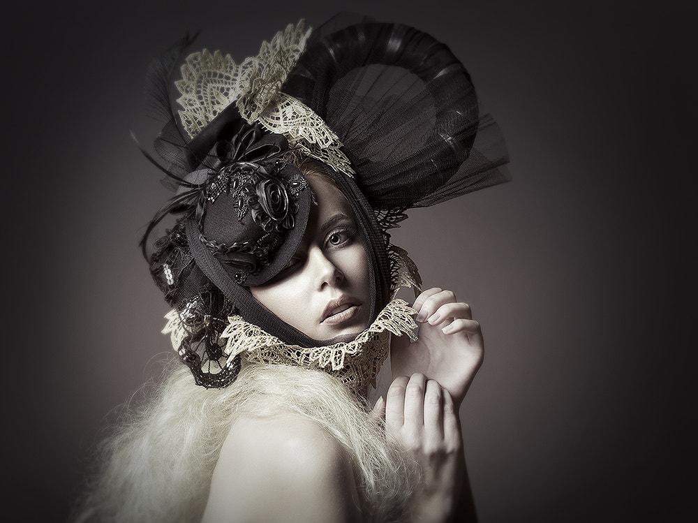 Photograph Pale by Rebeca  Saray on 500px