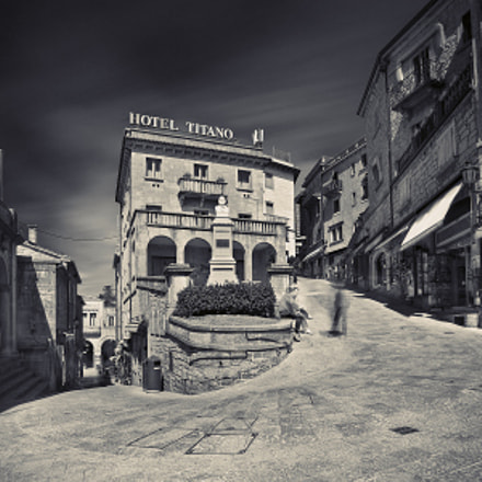 High noon at Hotel Titanio