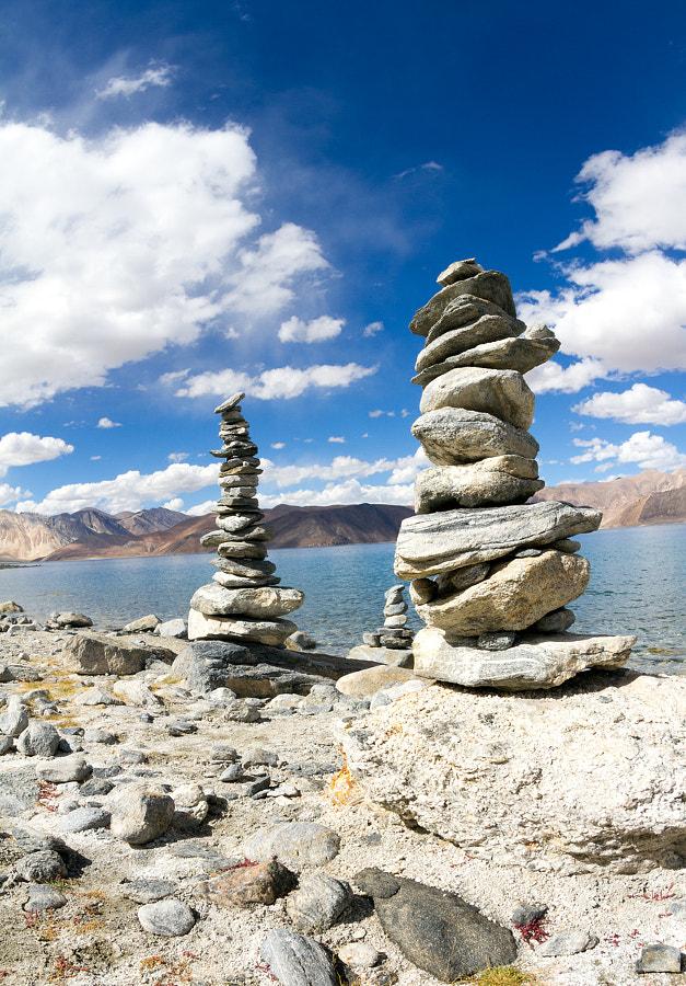 Озеро Пангонг Цо. Сад камней - символические ступы (чортены, латза). (Ладакх, Индия). Mystical experience - Rock Garden of the Pangong Tso Lake - symbolic Сhortens (latza) (Ladakh, India)