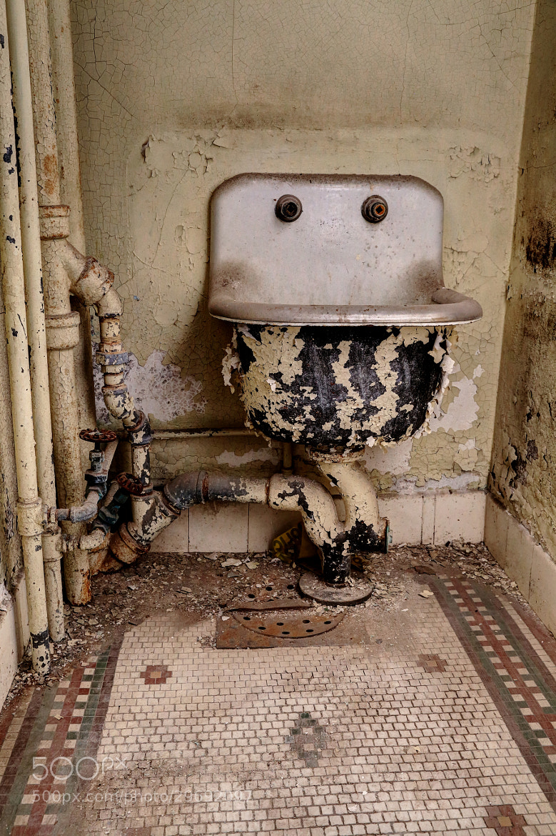 Photograph Smiley Sink by Christian VanAntwerpen on 500px