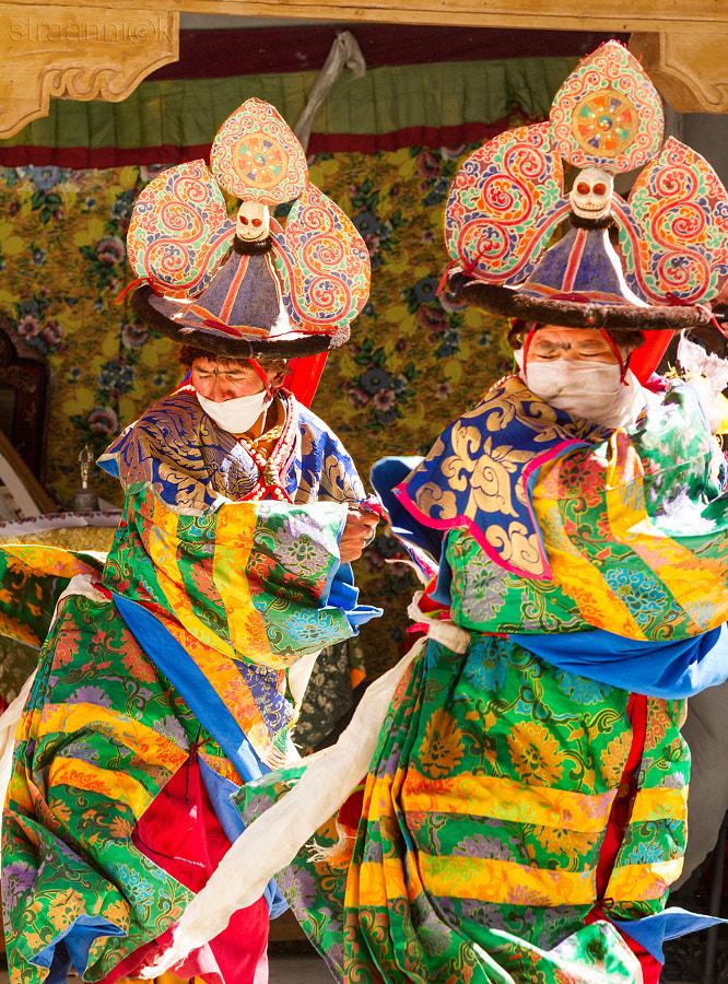 Religion. Cham Dance. Masked and costumed mystery dance of Tibetan Buddhism. Black Hat dancers. Kursha (Karsha). Карша (Курча). Шанаки - исполнители танца чёрных шляп мистерии Цам Тибетского буддизма