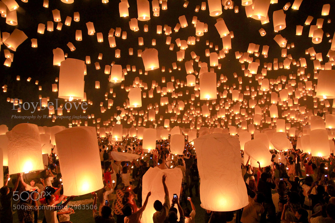 Photograph  floating lanterns by Watcharapong Jingkaujai on 500px
