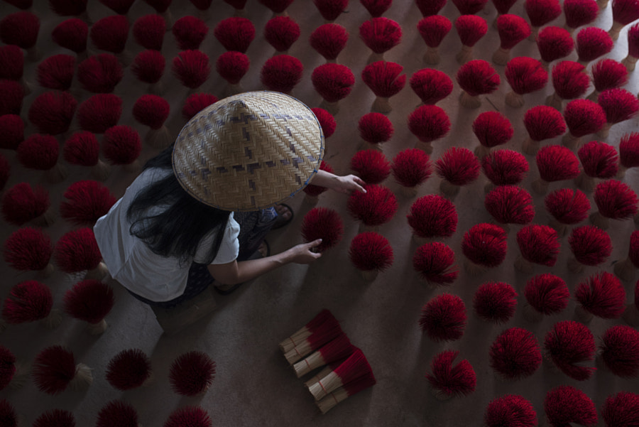 Incense is drying. Vietnamese women wear a cone hat. by somchai sanvongchaiya on 500px.com