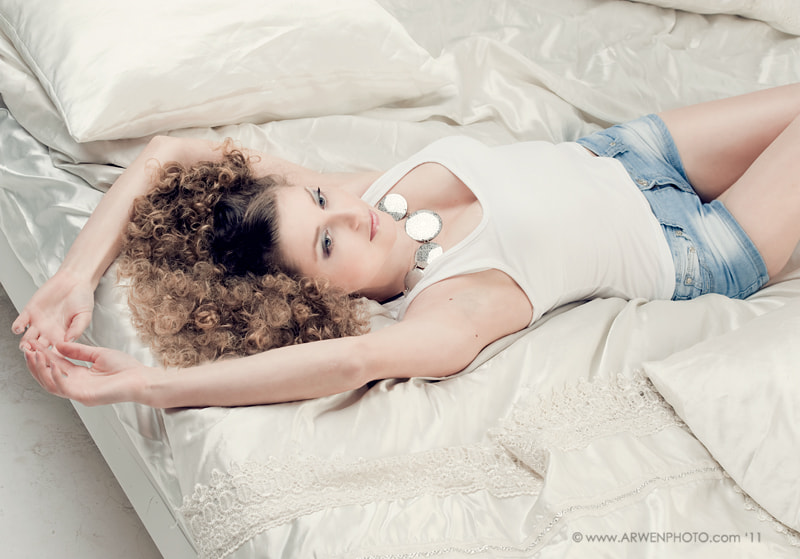 Photograph in a bed by Alina Arwen on 500px