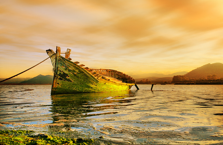 Photograph The old boat by Alex  McQueen  on 500px