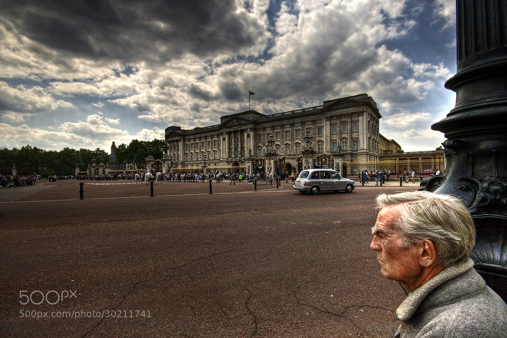 Photograph Waiting for the queen... by Paulo Penicheiro on 500px