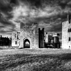 Постер, плакат: Raglan Castle West Side