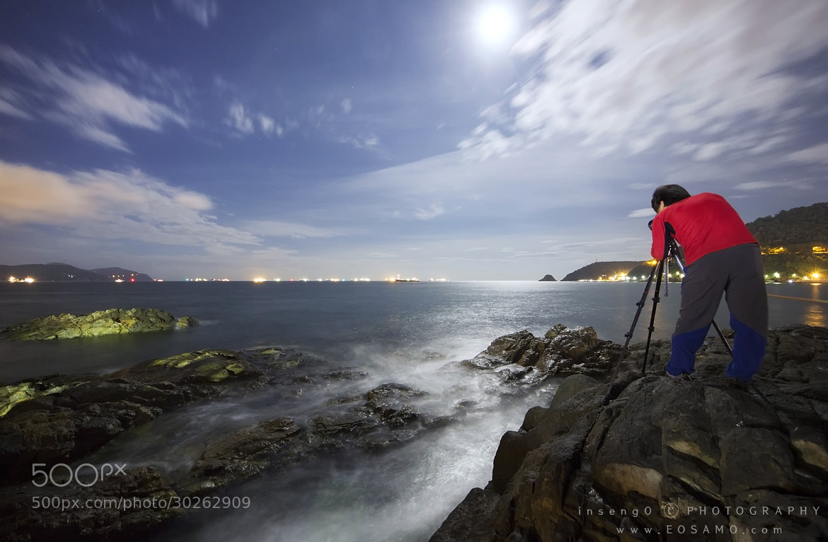 Photograph Moon Light Working by chan-wook Kim on 500px