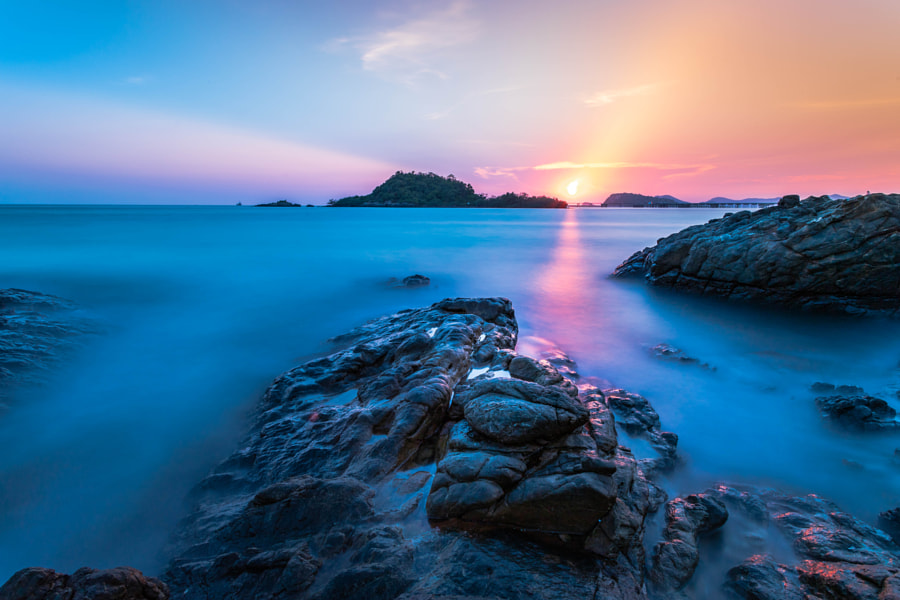 Sunset at NangRam beach by Keerati Tansawatcharoen on 500px.com