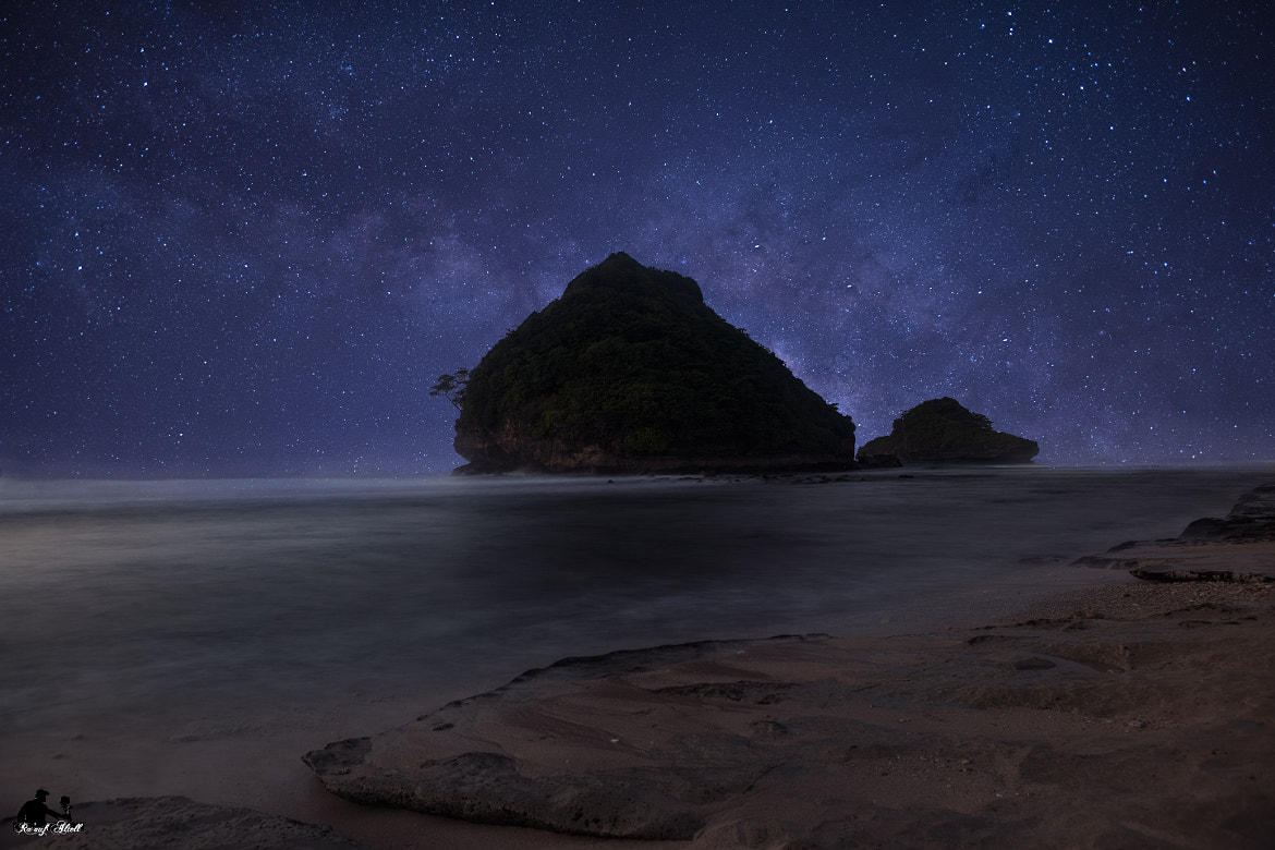 goa cina  Beach in Indonesia View of the beach with stars at night