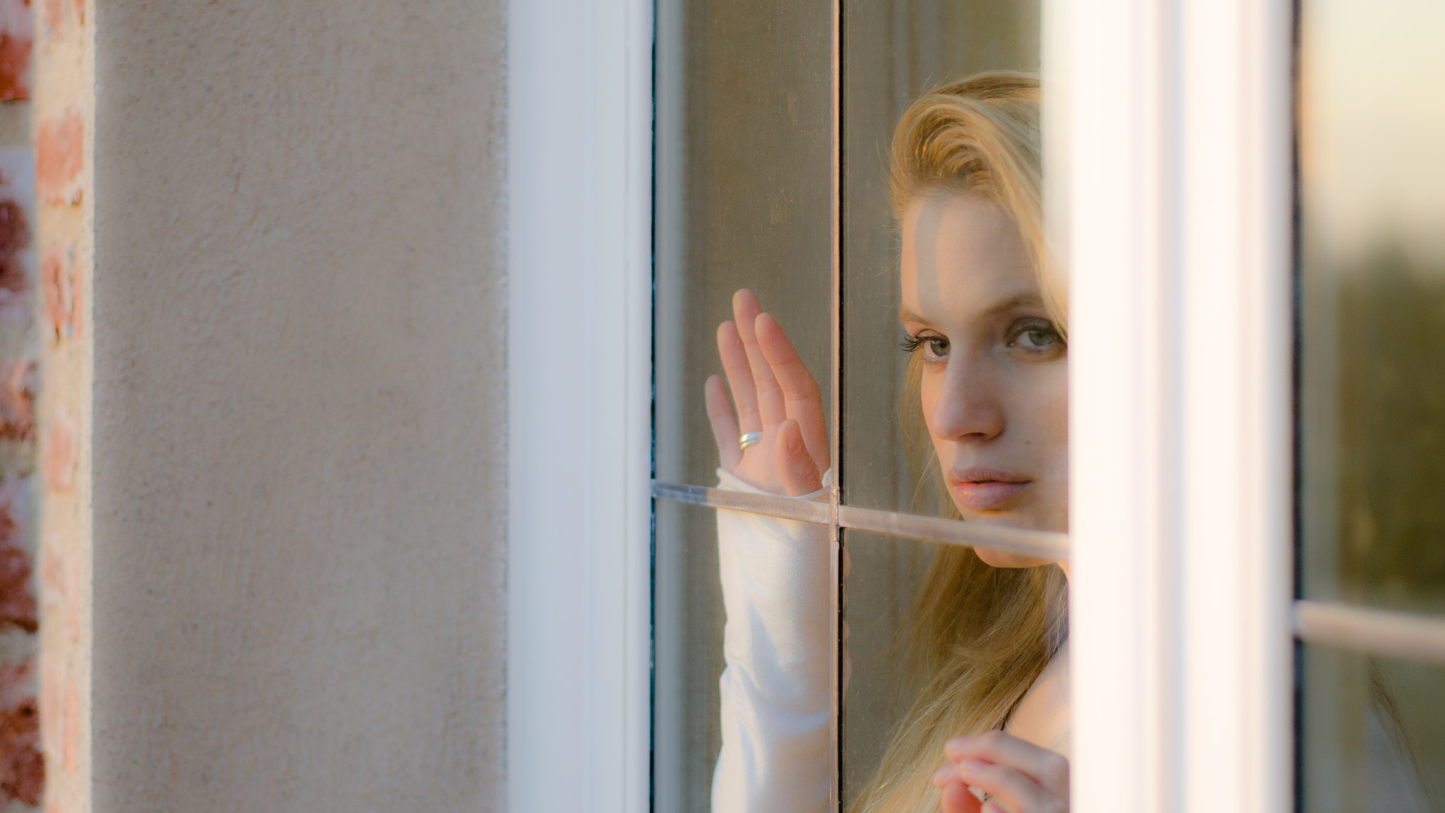 Photograph at the window by Davide Pellegrini on 500px