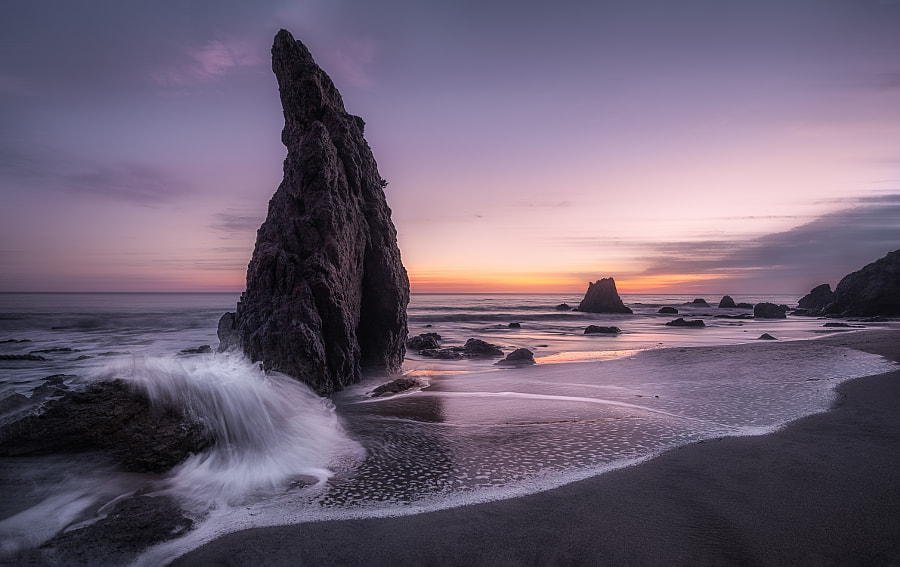 Wave and Shark Fin Rock by Simon W Xu
