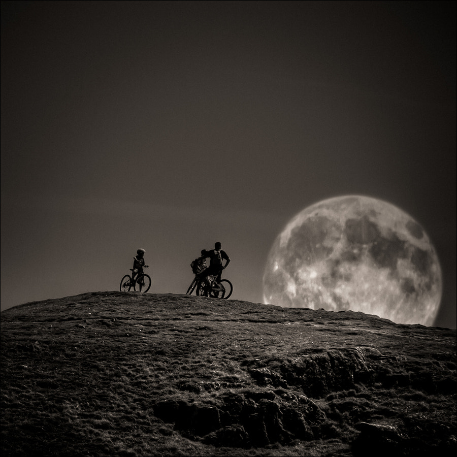 Photograph Watching the moon goes down by Frédéric Baque on 500px