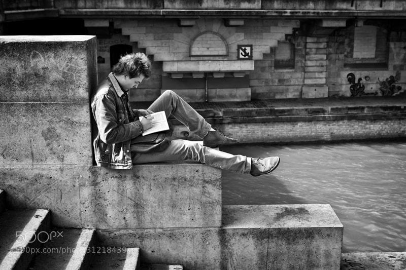 Photograph Lecture au bord de la Seine by patrick plazzi on 500px