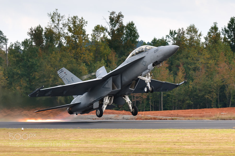 F/A-18F Super Hornet blasts the runway surface at the Great Georgia Airshow