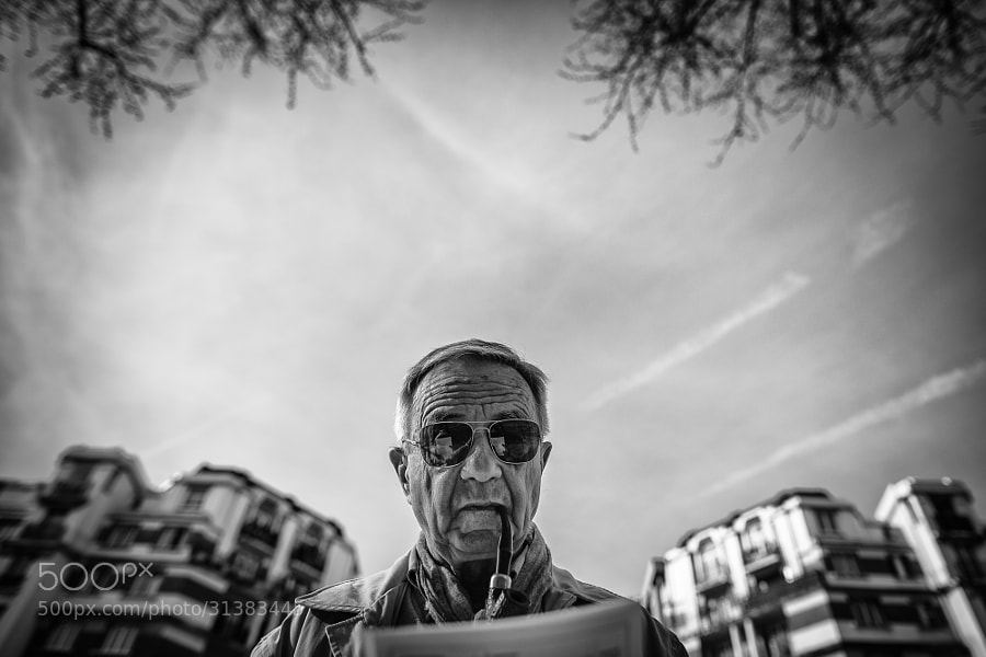 24mm Parabellum: Wide angle Street Photography in Paris France.