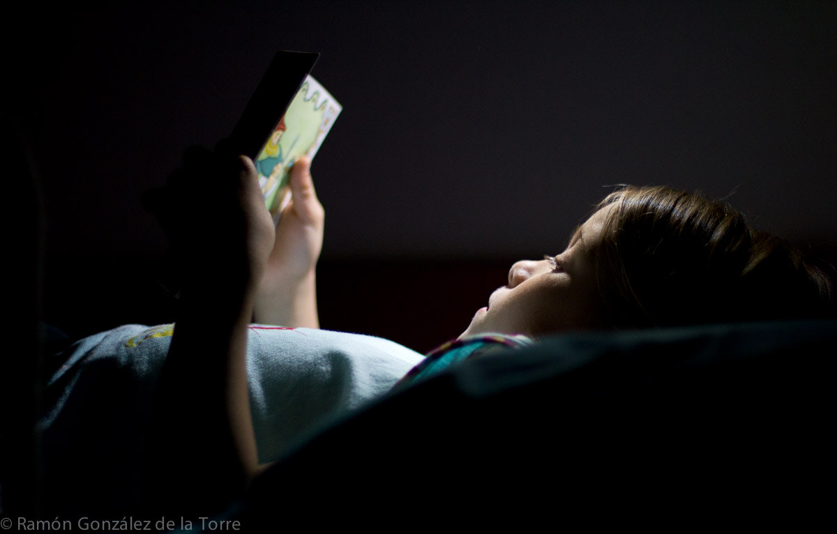 Photograph Lectura nocturna by Ramón González on 500px