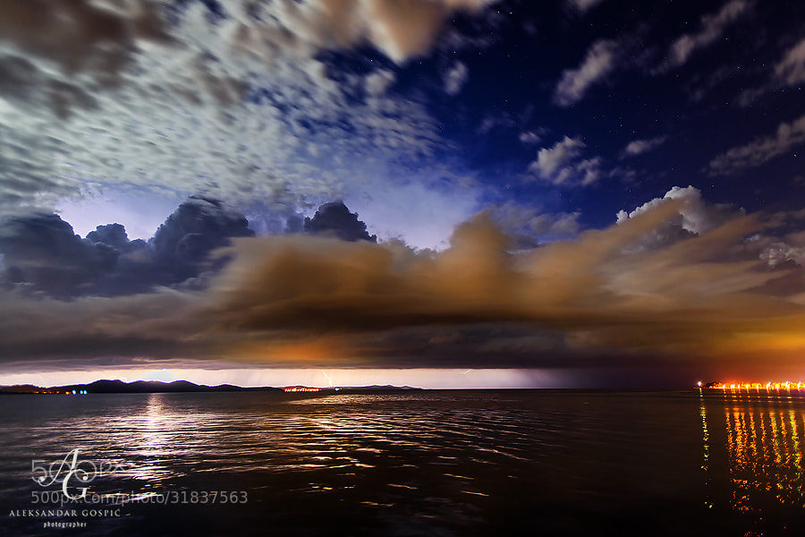 Numerous cumulonimbus clouds passed along the coast during the night in the unstable spring southern flow, dumping their load and firing on the islands of Zadar archipelago