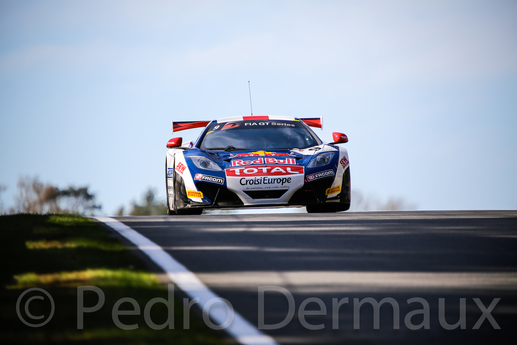 Photograph Loeb coming over the Hill by Pedro Dermaux on 500px