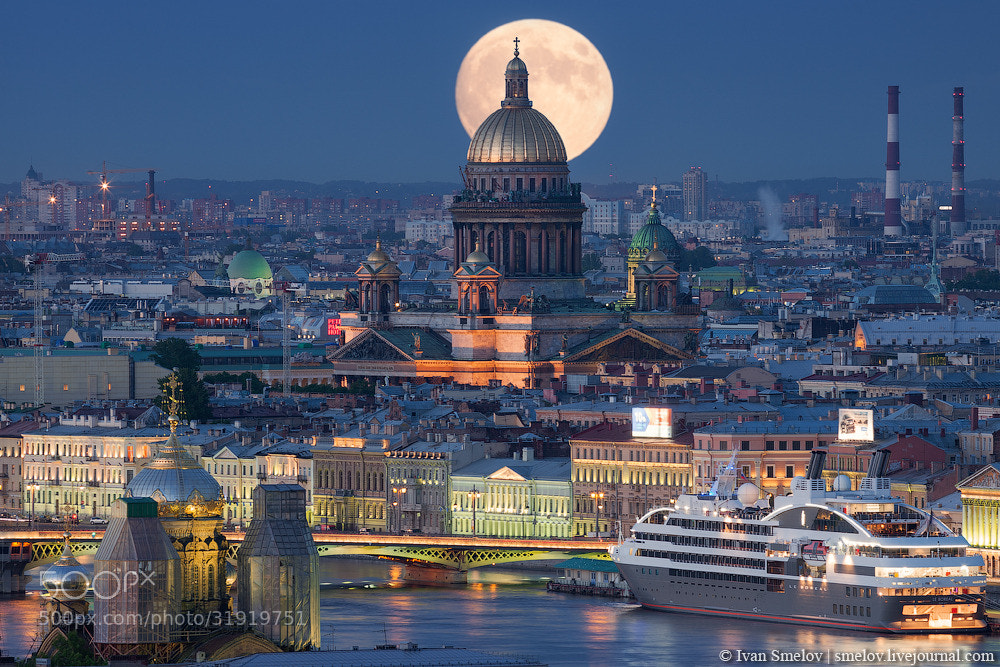 Photograph Moon over Isaac's cathedral by Ivan Smelov on 500px