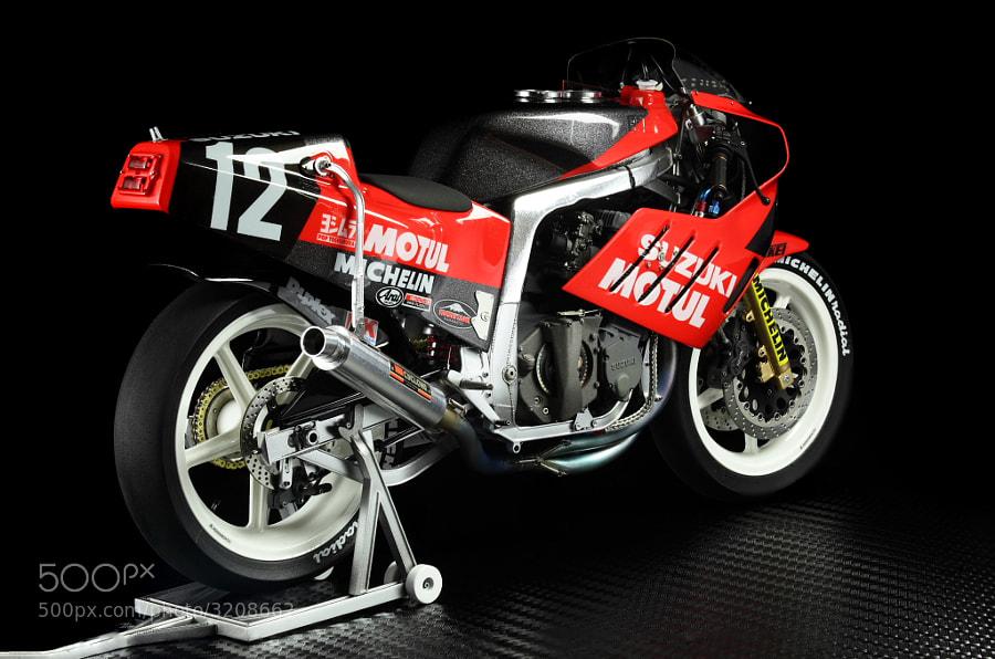 The model of Yoshimura Suzuki GSX-R750 Version '86 №12 Kevin Schwantz scale 1/12  Hand made *working metal chain