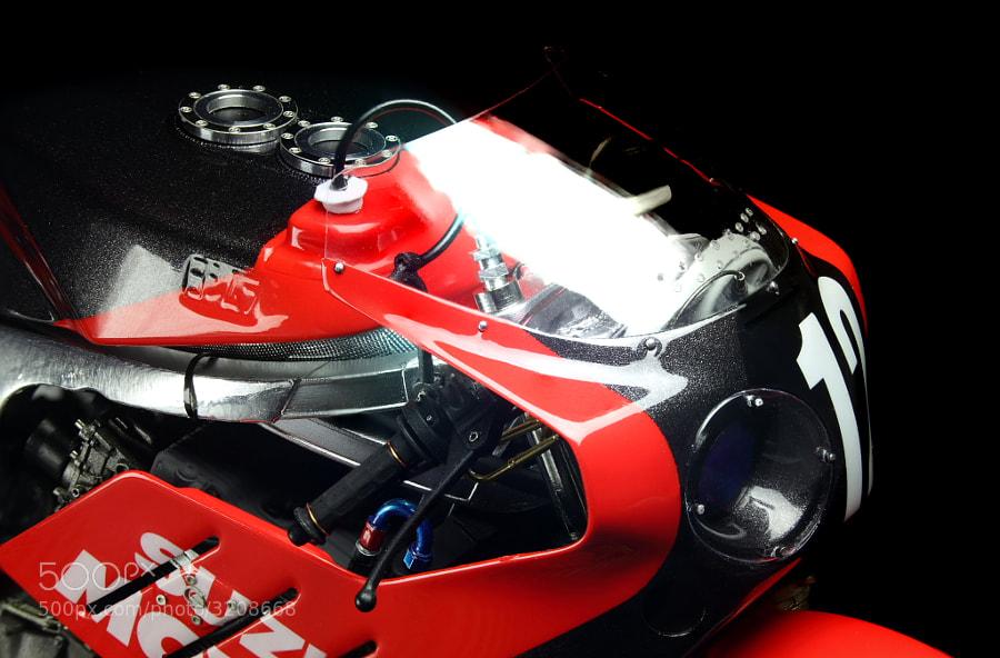 The model of Yoshimura Suzuki GSX-R750 Version '86 №12 Kevin Schwantz scale 1/12  Hand made