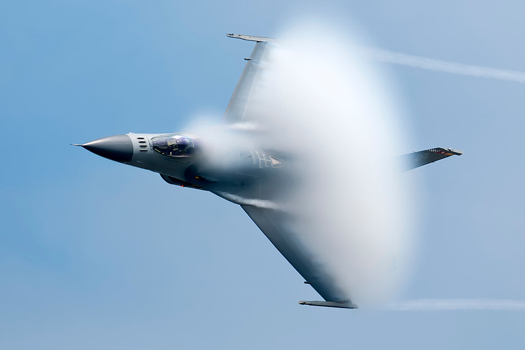 Photograph F-16 high speed pass by Darek Siusta on 500px