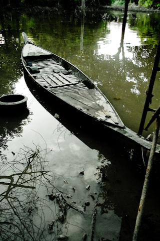 Photograph Wooden boat(Flood thailand 2011) by Narongrit Phooprang on 500px